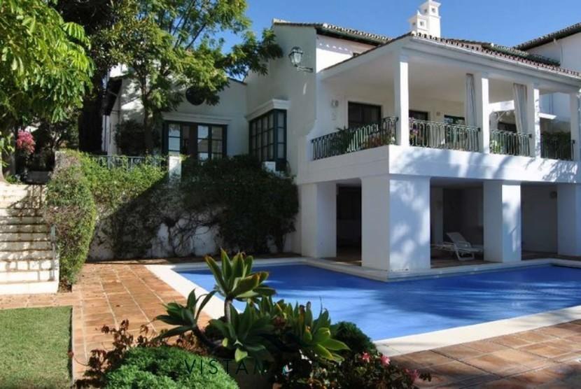 Beautiful farmhouse style home in Sierra Blanca