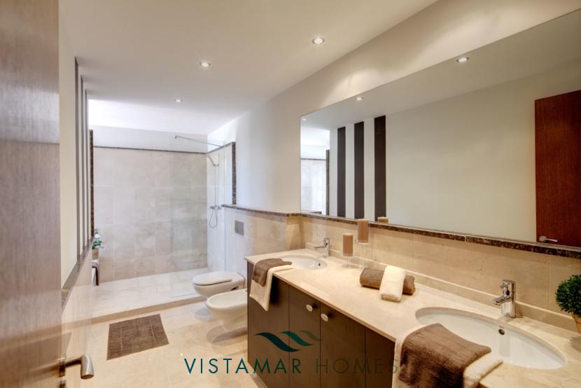 Large and Modern Bathroom · VMV010 Exclusive Residential Homes in Benahavis