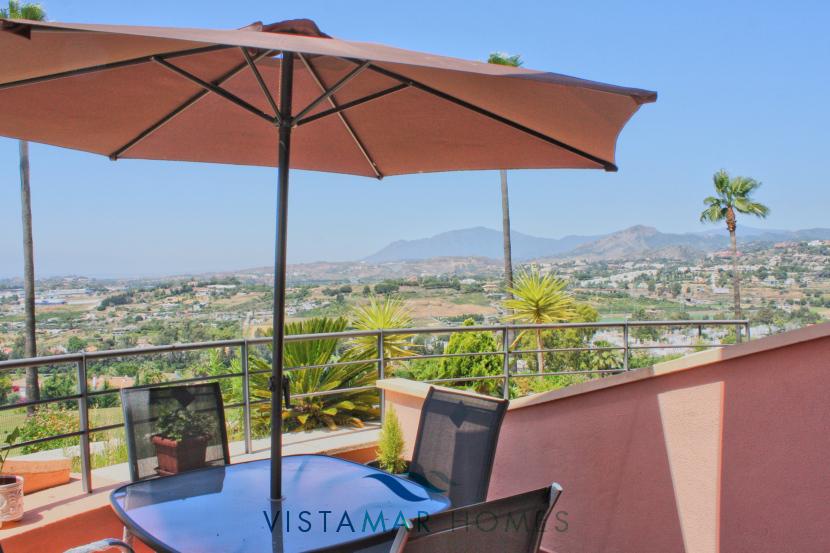 Terrace with sea and mountain views - VMA011 Magna Marbella apartment