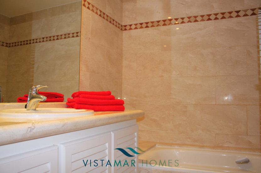 Second bathroom - VMA011 Magna Marbella apartment