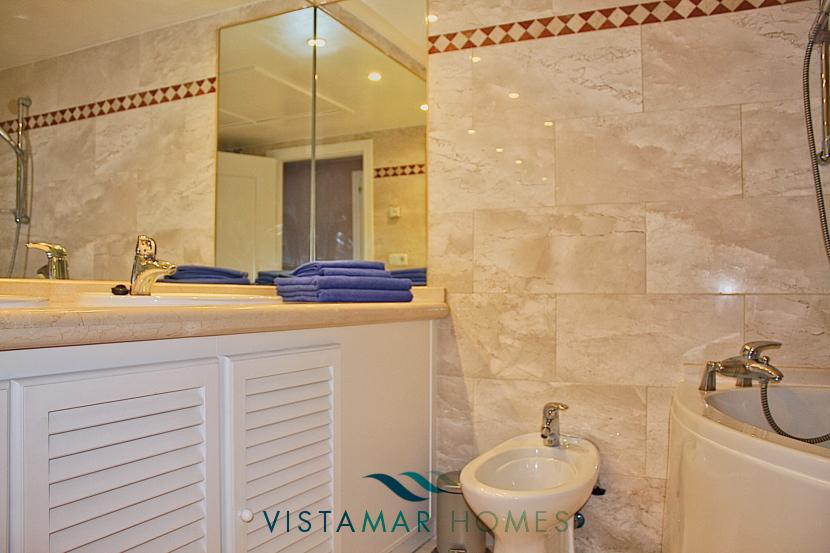 Main Bathroom - VMA011 Magna Marbella apartment