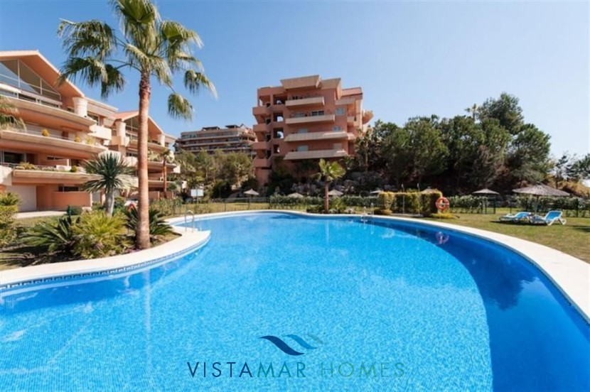 Beautiful gardens and swimming pools to relax - VMA011 Magna Marbella apartment
