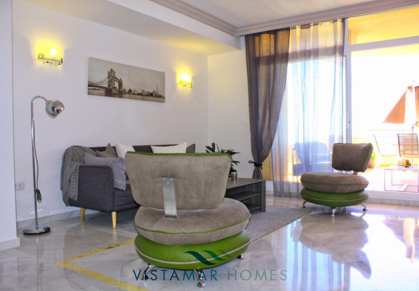Luminous and spacious living room - VMA011 Magna Marbella apartment