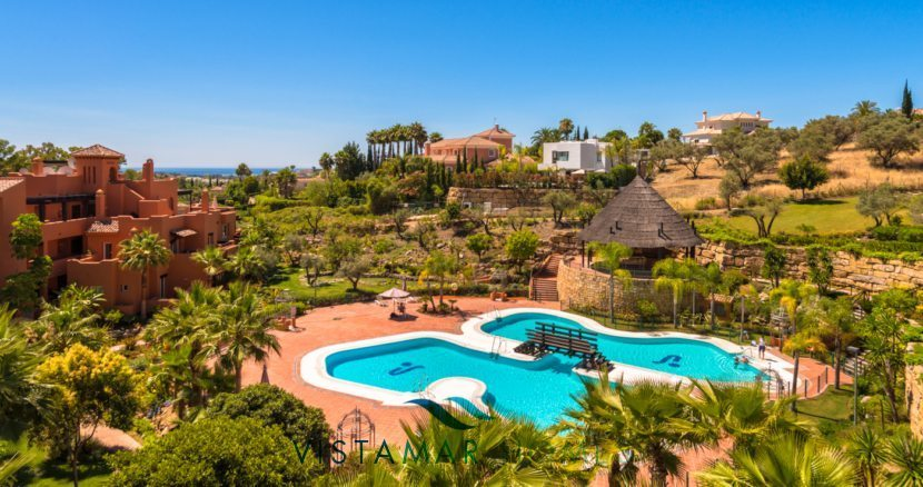 Swimming Pools and Gardens - VMD012 New Golf Apartments in Nueva Andalucia Marbella