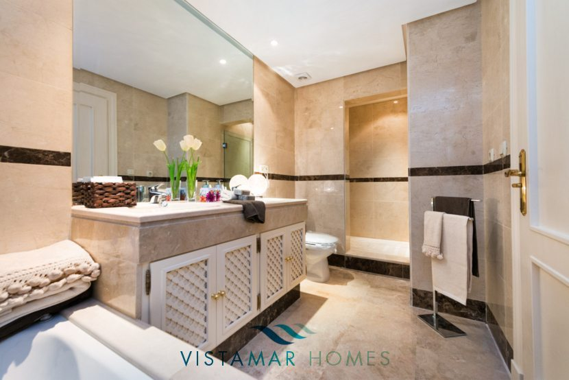 Bathroom - VMD012 New Golf Apartments in Nueva Andalucia Marbella