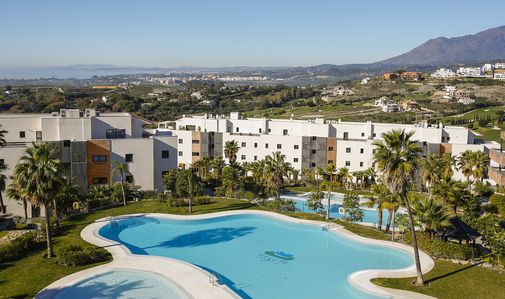 Contemporary apartments on a golf paradise in Benahavis