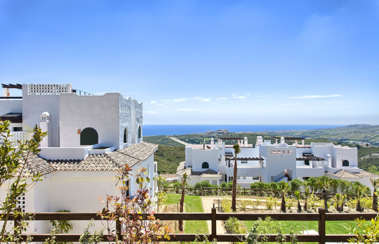 Apartments contemporary on a golf course, Casares. Prices reduced by 40%