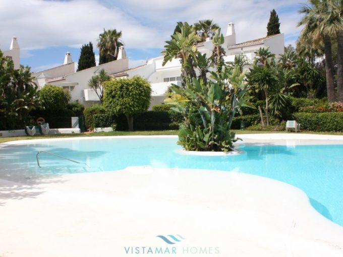 Project townhouse in sought after area of Cascada de Camojan, Marbella
