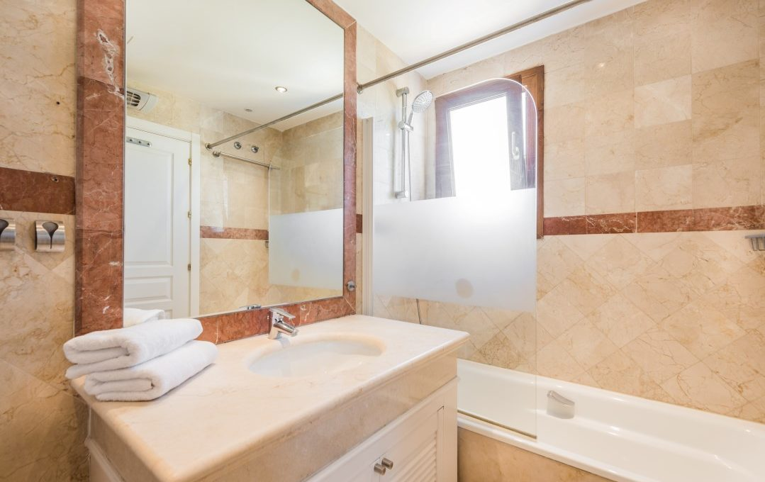 duplex-contemporary-penthouse-in-nagueles-marbella-golden-mile-8