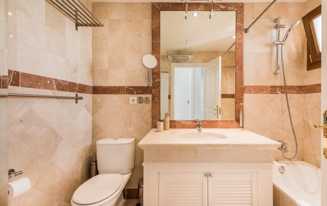 duplex-contemporary-penthouse-in-nagueles-marbella-golden-mile-9