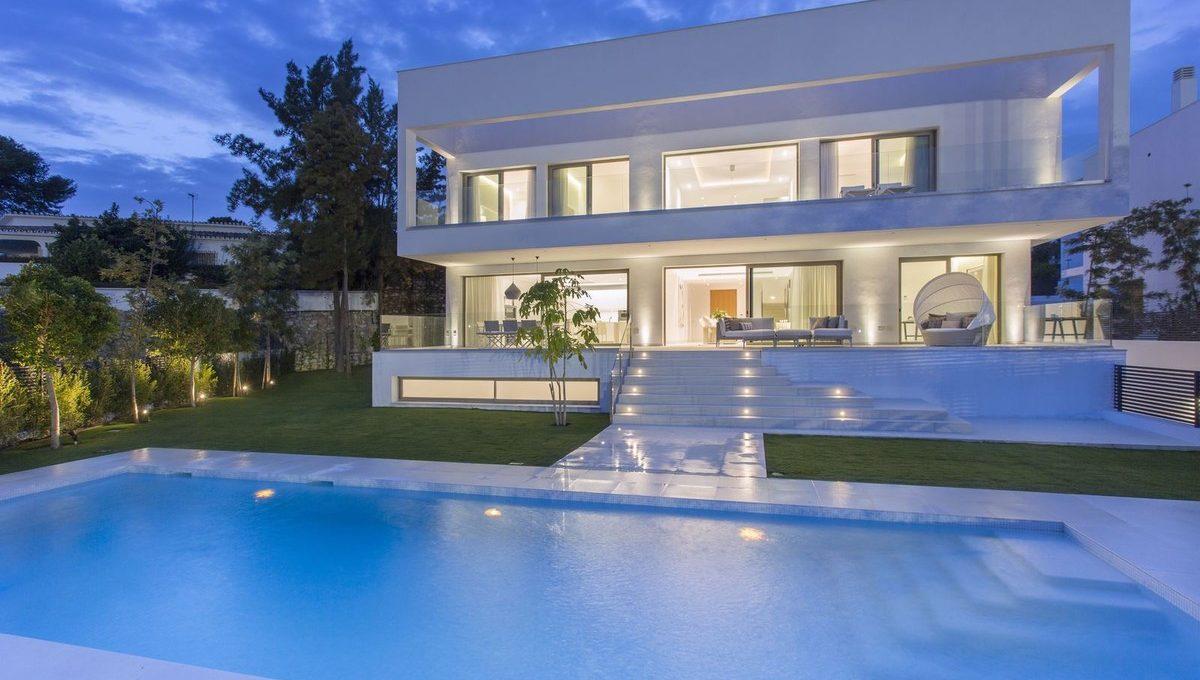 luxury-contemporary-villas-in-guadalmina-baja-1-7980e48d732b6fc85c14b43b94d2aa54