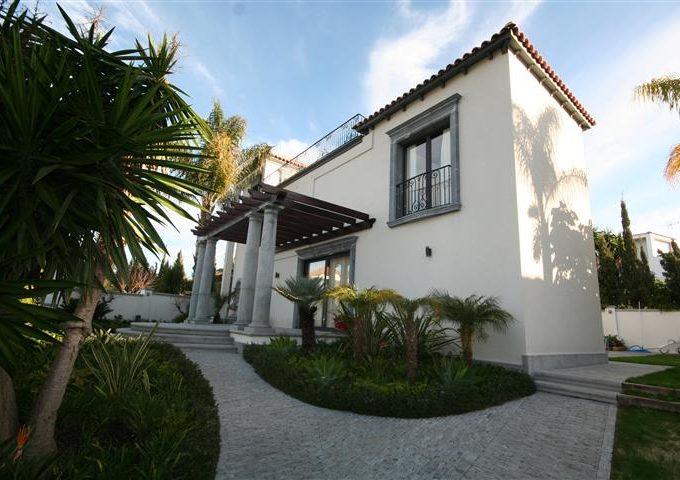 Villa vicino al Club del Golf Las Brisas a Nueva Andalucia