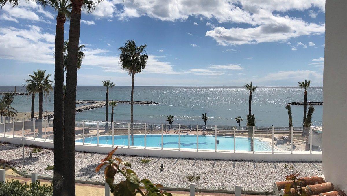 front-line-beach-penthouse-in-playas-del-duque-puerto-banus-1-7980e48d732b6fc85c14b43b94d2aa54