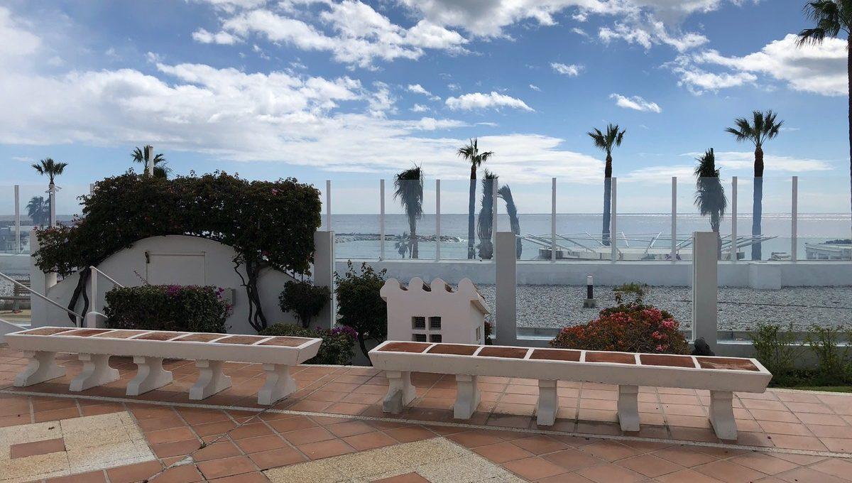 front-line-beach-penthouse-in-playas-del-duque-puerto-banus-2-5bd7b9d04b45e33852eaf0ec6670150d