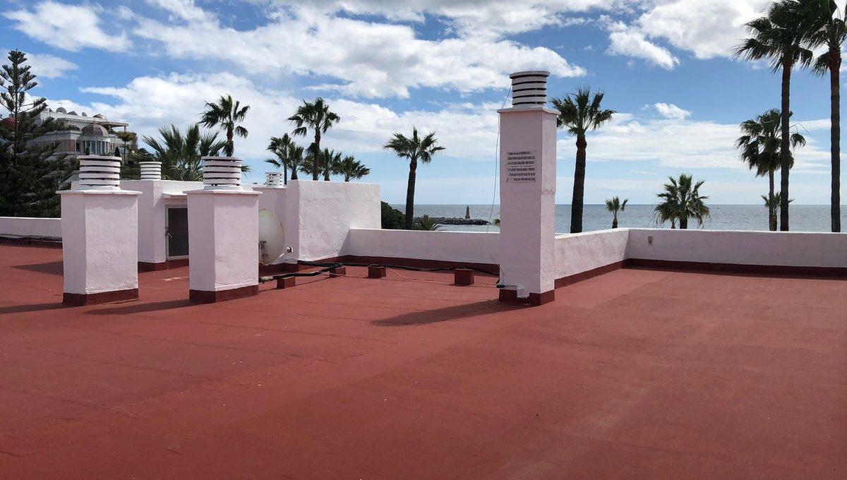 front-line-beach-penthouse-in-playas-del-duque-puerto-banus-24-613bbc26f32d7013d348ef202dd30a43