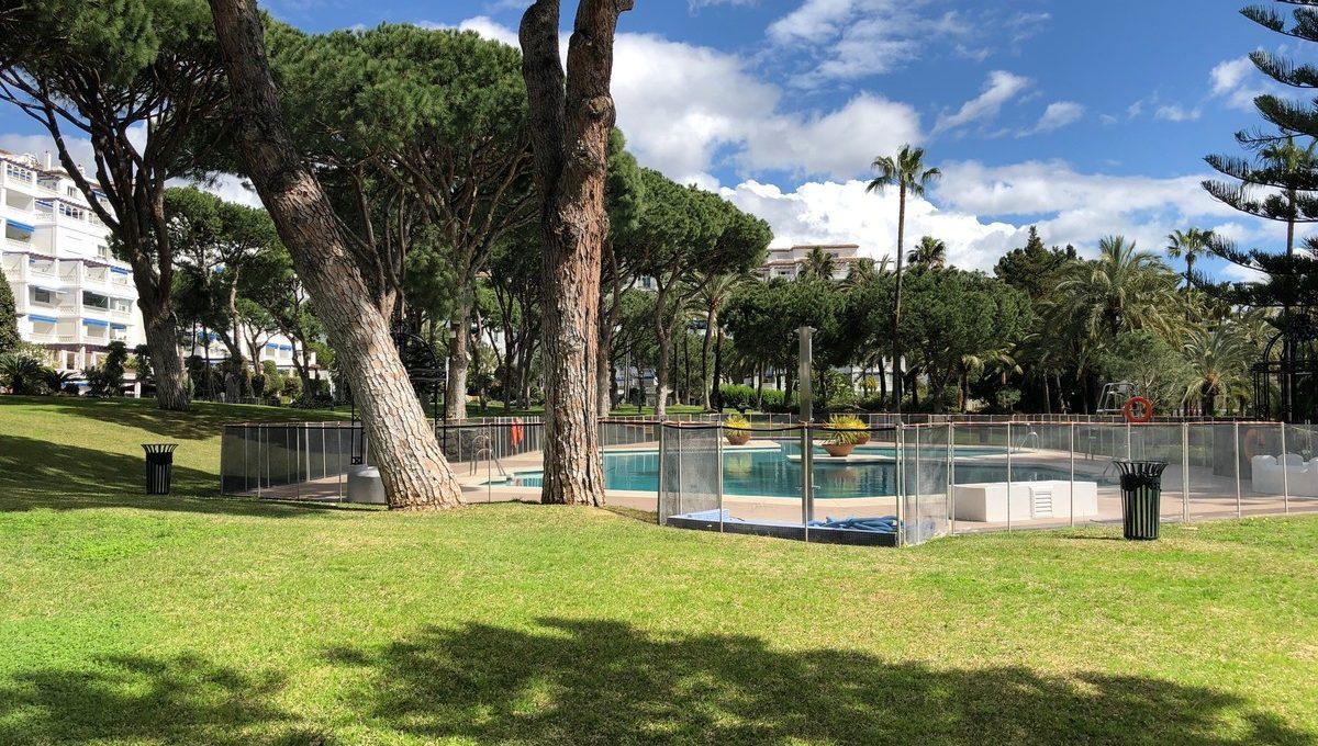 front-line-beach-penthouse-in-playas-del-duque-puerto-banus-28-ef19a2c59920e2e087cd278a51b6dbf8