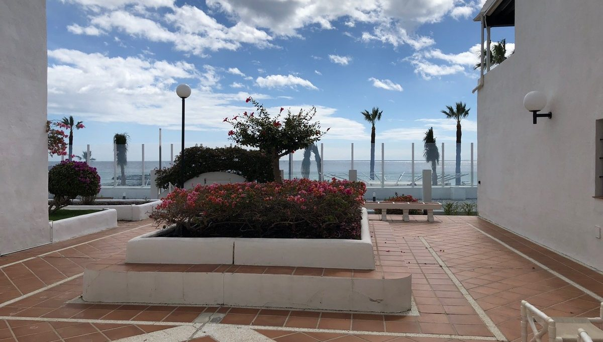 front-line-beach-penthouse-in-playas-del-duque-puerto-banus-29-7c2f312881aea9bbe9ddaeb9640e2c9a