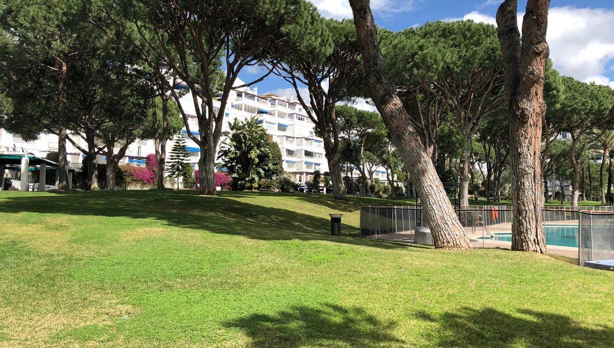 front-line-beach-penthouse-in-playas-del-duque-puerto-banus-30-5e8634ec9576c9ad4825a6dec5b5d375
