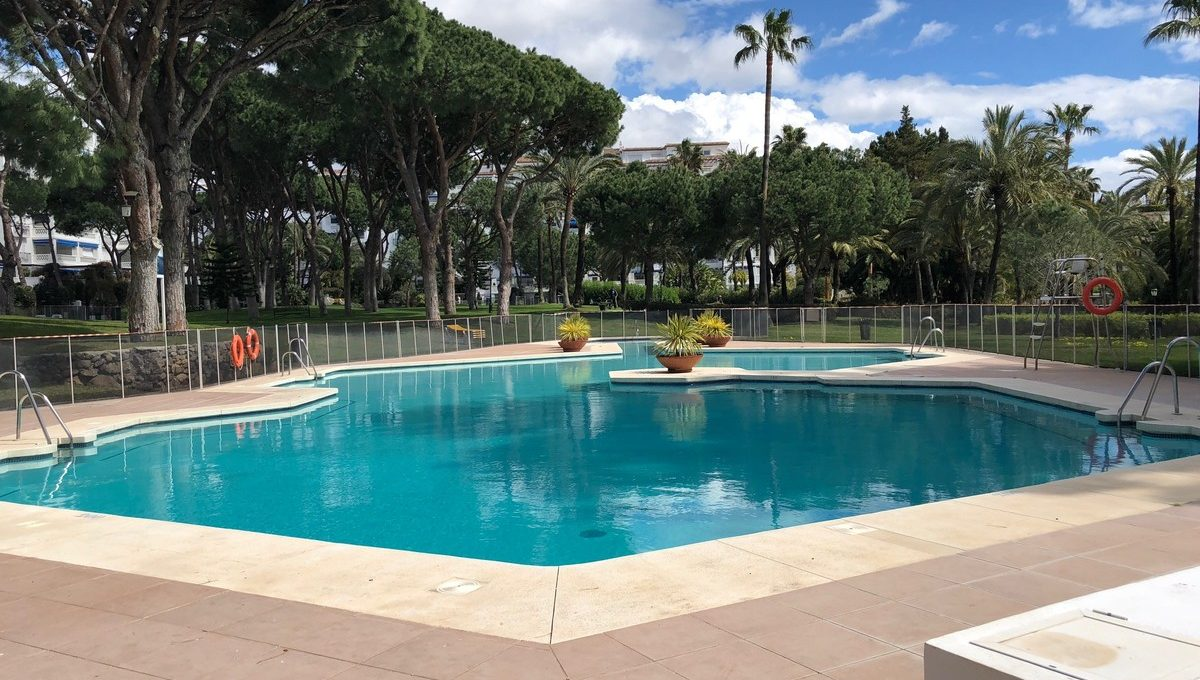 front-line-beach-penthouse-in-playas-del-duque-puerto-banus-31-5e8b9eb86a2d455eeaf43a7bbf3ccd12