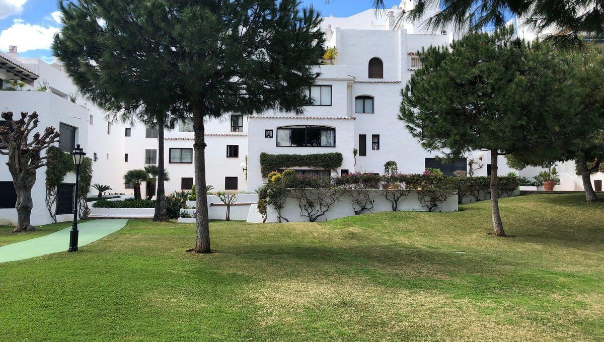 front-line-beach-penthouse-in-playas-del-duque-puerto-banus-34-2e8657844e540eba0189d71f472ffca9