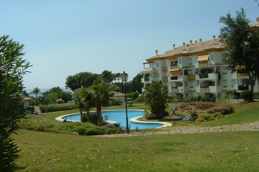 lovely-apartment-with-open-sea-views-in-nagueles-14-d70dc3102c00d7be0e872dfe1c1f86d7