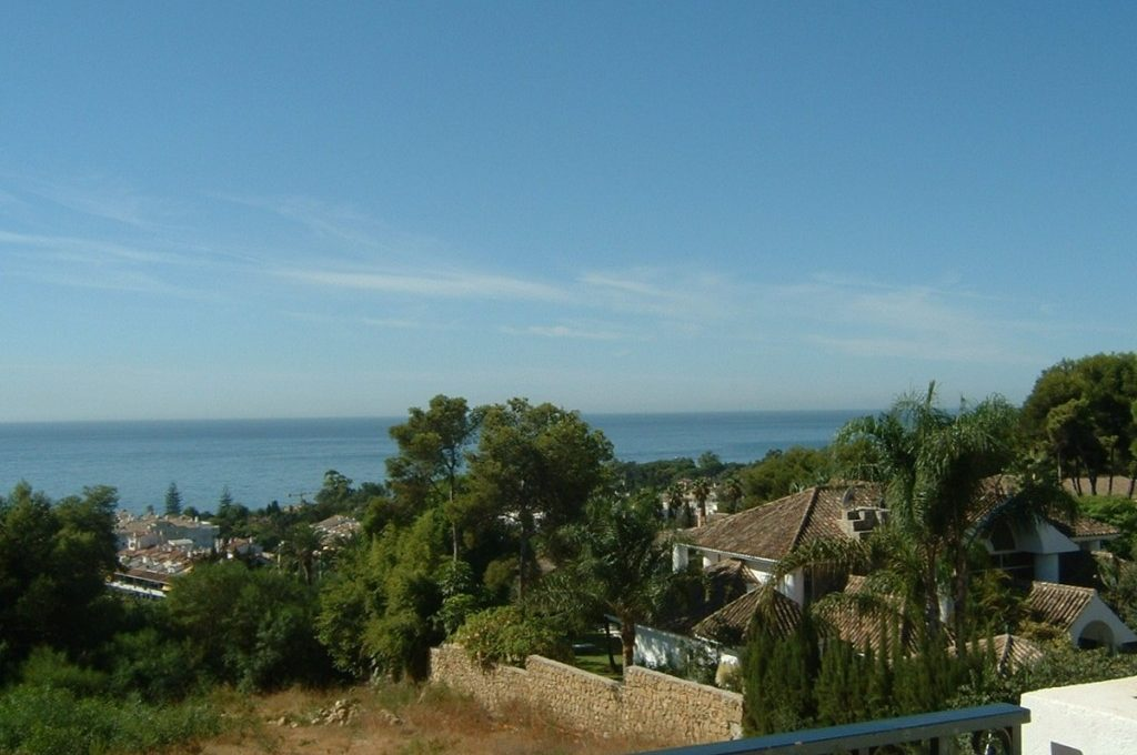 lovely-apartment-with-open-sea-views-in-nagueles-2-5bd7b9d04b45e33852eaf0ec6670150d