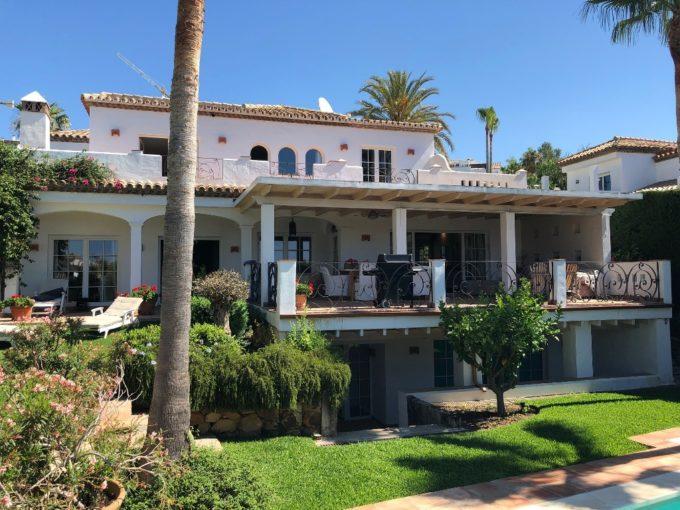Preciosa Villa de 5 dormitorios en Nueva Andalucia
