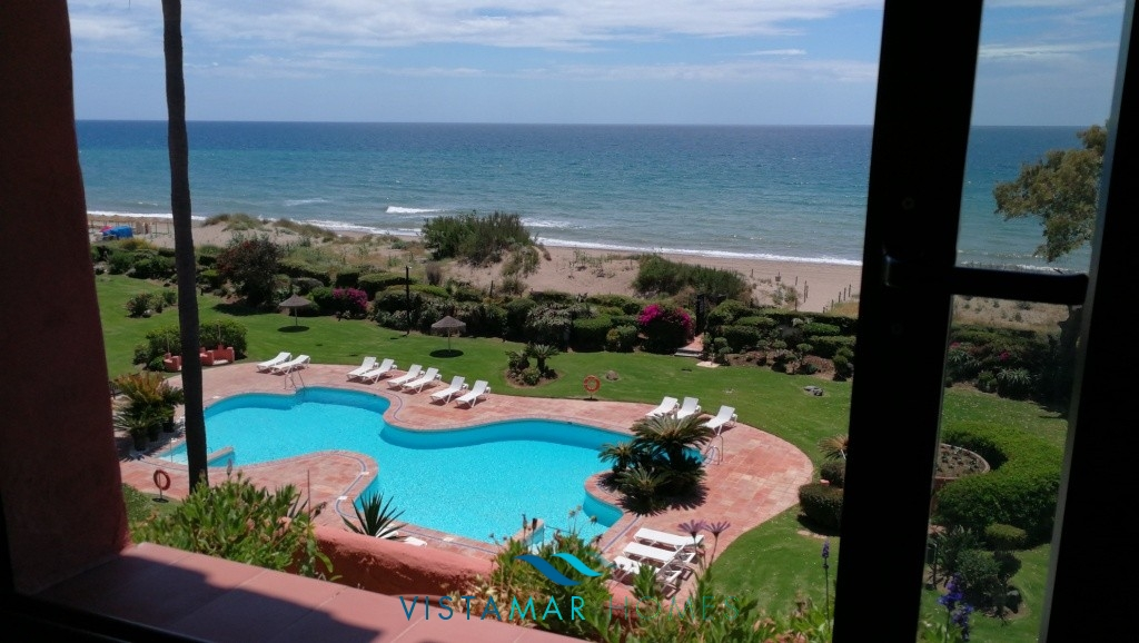 Amazing front line beach Penthouse in Alicate Playa, Marbella