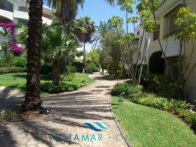 beautiful-beachside-apartment-in-bahia-de-marbella-img_3879