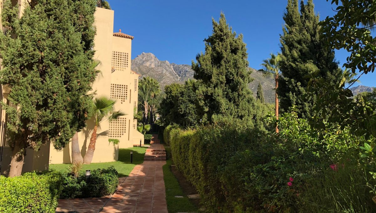 nagueles-south-facing-large-ground-floor-apartment-for-sale-img_5144