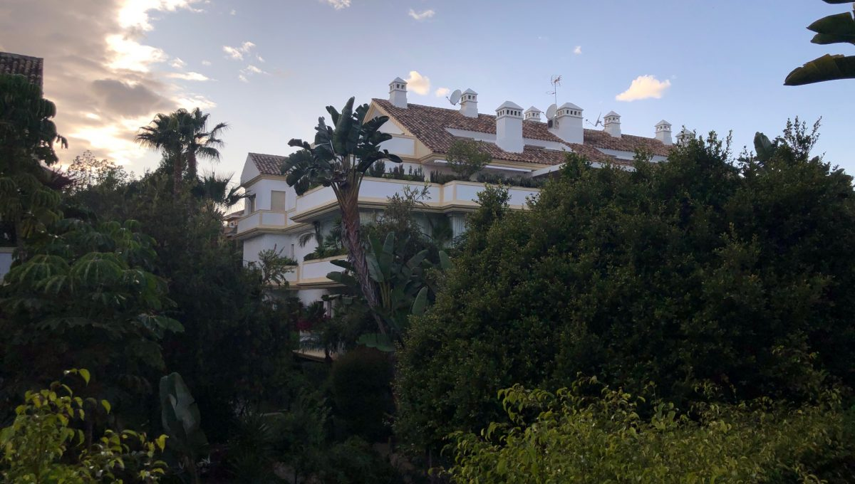 large-cosy-garden-apartment-in-nagueles-golden-mile-marbella-img_2098