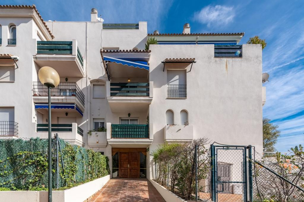 refurbished-south-facing-middle-floor-apartment-at-walking-distance-from-puerto-banus-photo-2019-11-22-09-43-21