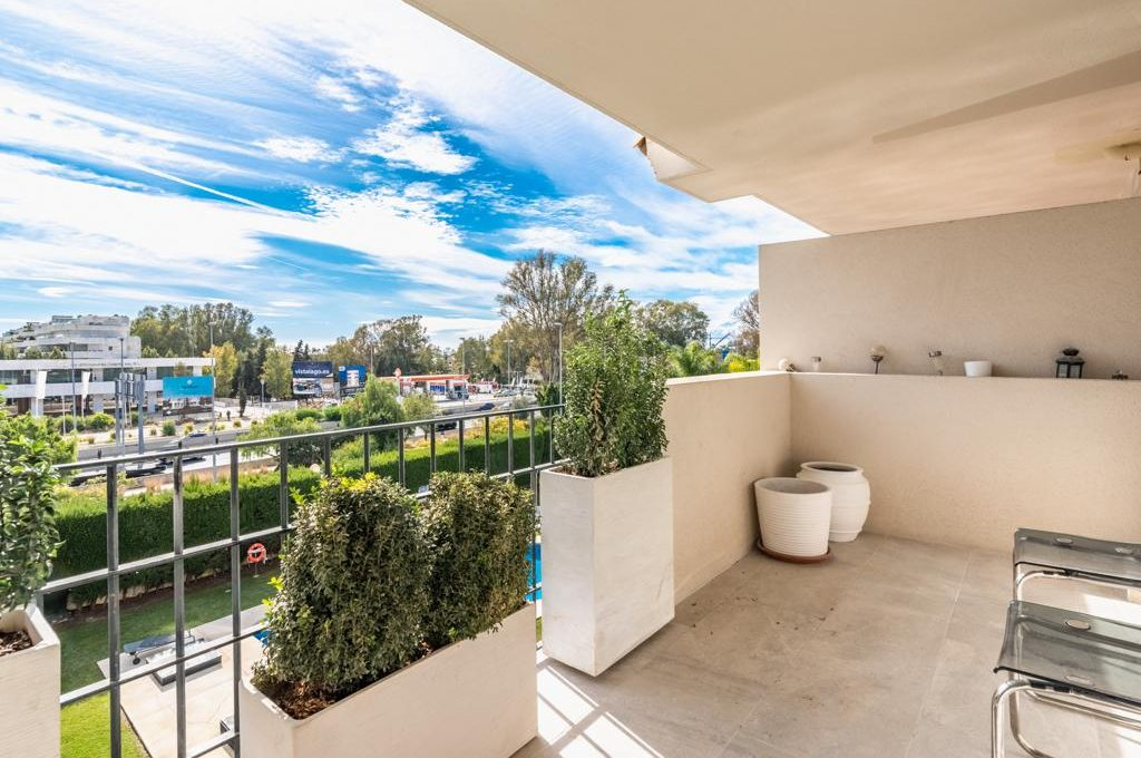 refurbished-south-facing-middle-floor-apartment-at-walking-distance-from-puerto-banus-photo-2019-11-22-09-43-23-1