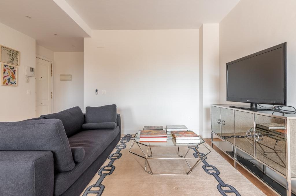refurbished-south-facing-middle-floor-apartment-at-walking-distance-from-puerto-banus-photo-2019-11-22-09-43-24
