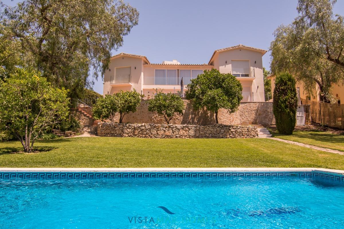 Villa contemporanea affacciata sul campo di golf di Guadalmina Alta