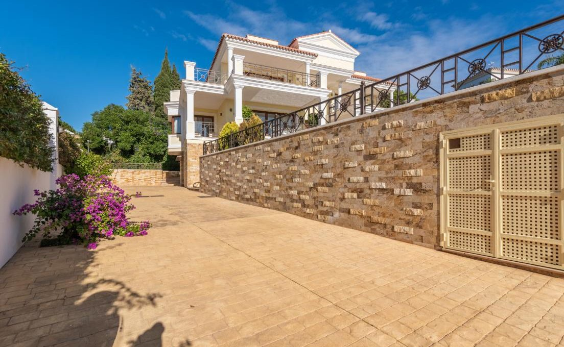 luxury-villa-in-hacienda-las-chapas-marbella-25