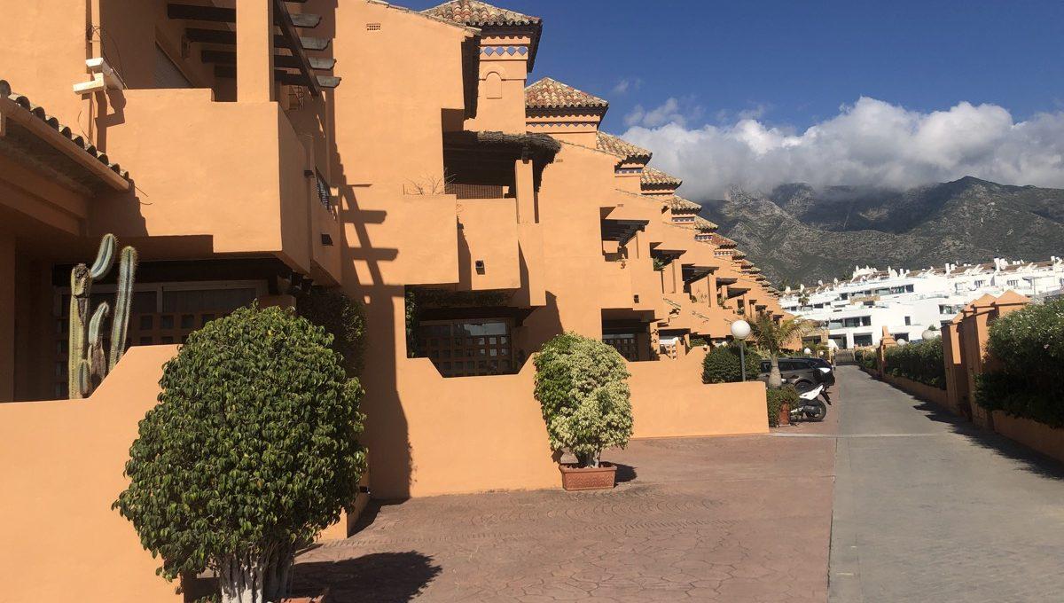 semi-detached-6-bedroomvilla-in-lomas-de-puente-romano-golden-mile-marbella-img_0268