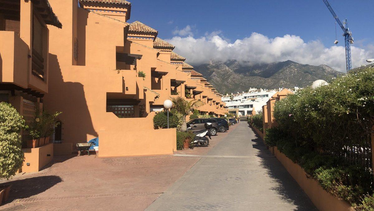semi-detached-6-bedroomvilla-in-lomas-de-puente-romano-golden-mile-marbella-img_0271