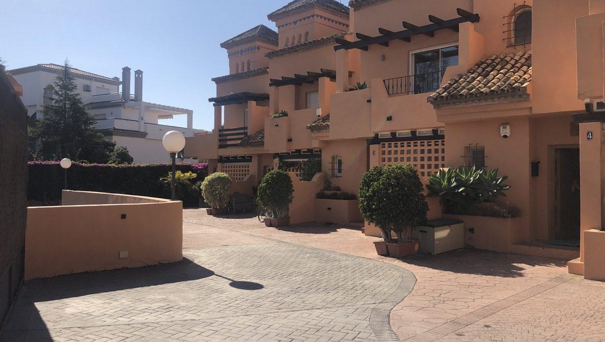 semi-detached-6-bedroomvilla-in-lomas-de-puente-romano-golden-mile-marbella-img_0272