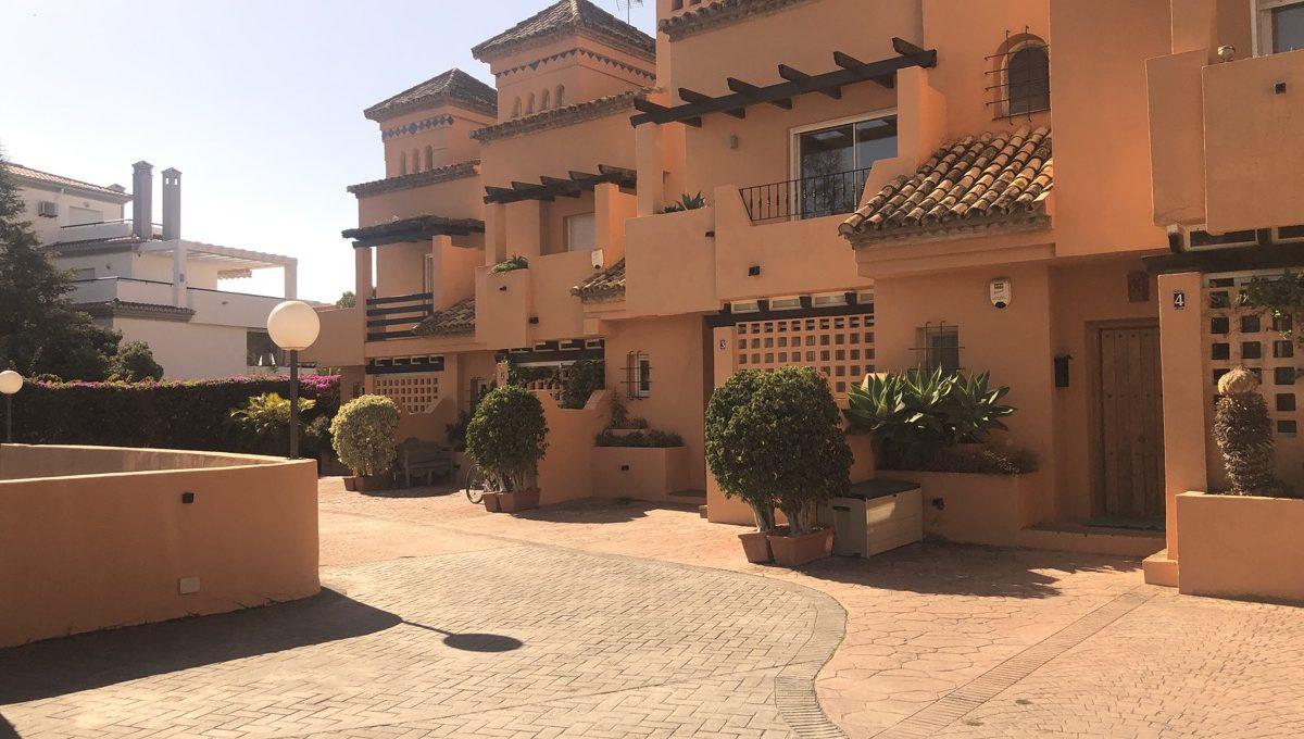 semi-detached-6-bedroomvilla-in-lomas-de-puente-romano-golden-mile-marbella-img_0273