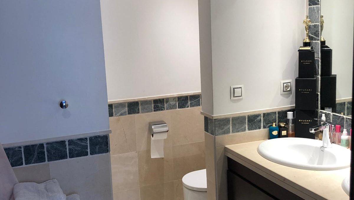 semi-detached-6-bedroomvilla-in-lomas-de-puente-romano-golden-mile-marbella-photo-2019-10-02-17-22-29-4